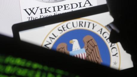 Le logo de la NSA s'affiche sur un écran d'ordinateur