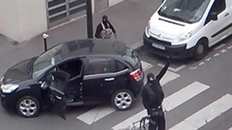 Les frères Kouachi après leur attentat contre le journal Charlie Hebdo, janvier 2015