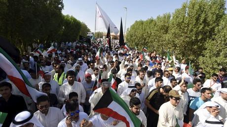 Funérailles nationales et premières arrestations suite à l'attentat au Koweït