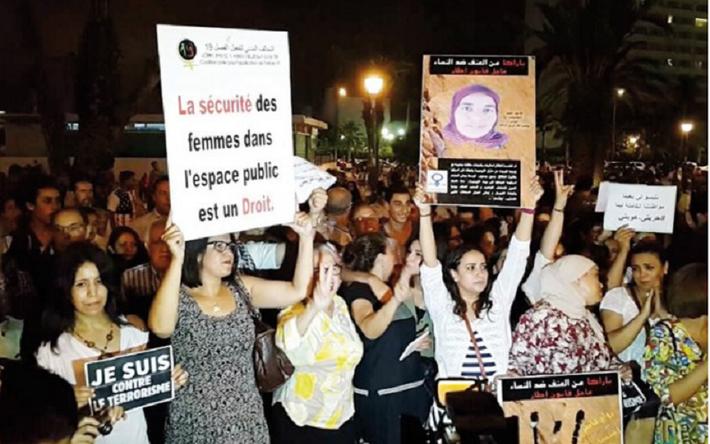 Porter Courtes Femmes Jupes Des Accusées De Relaxe Trop doQrCexBW