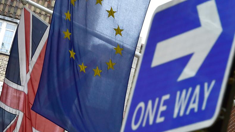 Drapeaux britannique et européen