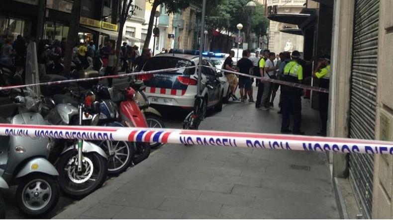 La fusillade a eu lieu devant un hôtel.