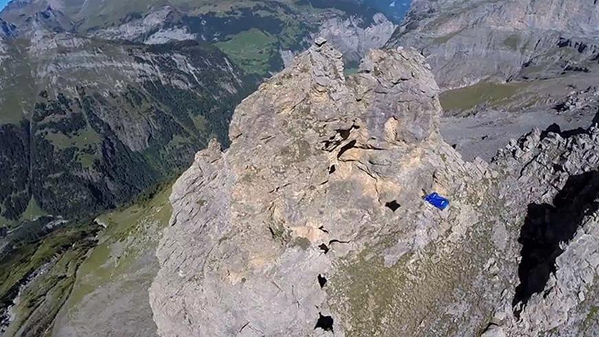 Un pilote en wingsuit effectue «le base jump le plus fou de l'histoire» (VIDEO)