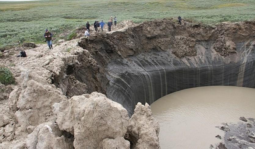 Le mystérieux cratère géant apparu en Sibérie est devenu un petit lac