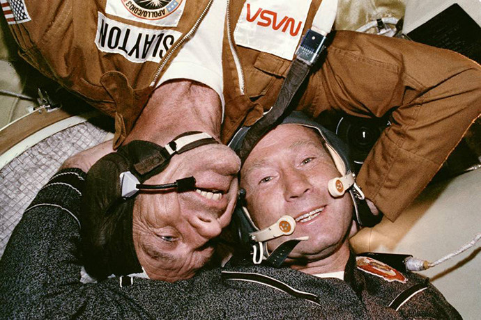 40 ans depuis le projet Apollo-Soyouz et la poignée de main dans l'espace entre l'URSS et les USA