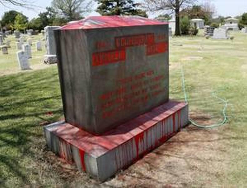 Monument pour les vétérans confédérés vandalisé dans le cimetière de Fairlawn à Oklahoma