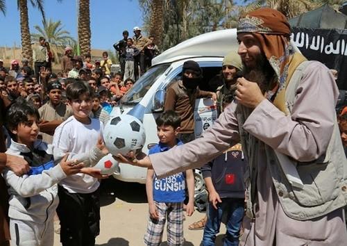 Daesh entraînerait les petits garçons à décapiter des poupées
