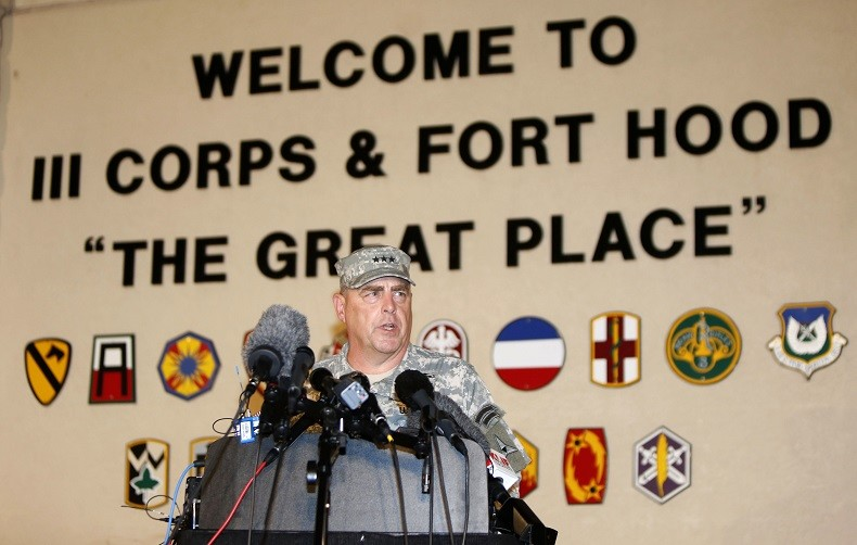 Le Général Mark Milley s'adressant à la presse sur la base militaire de Fort Hood au Texas en 2014