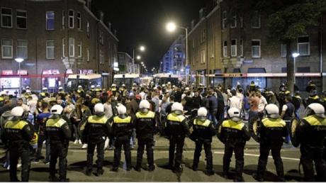 La Haye : une quatrième nuit d'émeutes consécutive