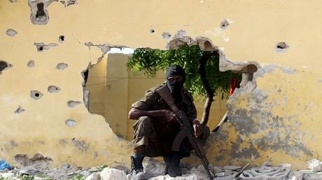 Un soldat somalien après une attaque suicide perpétrée par les Shebab le 21 juin à Mogadiscio