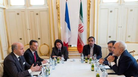 Iran : des sources diplomatiques annoncent un accord, les pourparlers continuent