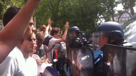 Les manifestants font face à la police