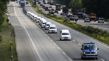 Les corps des victimes du crash de GermanWings font route vers Haltern, en Allemagne.