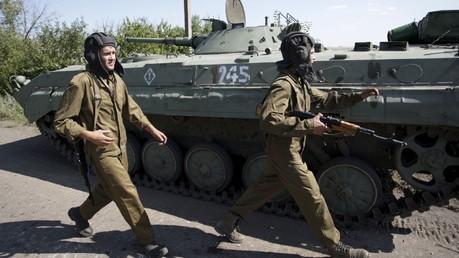 Les rebelles du Donbass retirent leurs armes du front, Kiev ne bouge pas