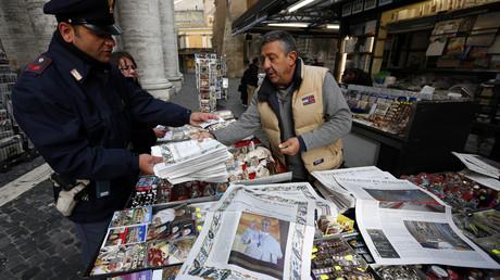 Vendeur de journaux en Italie