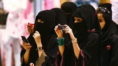 Voile ou tourisme, il faut choisir (touristes saoudiennes)