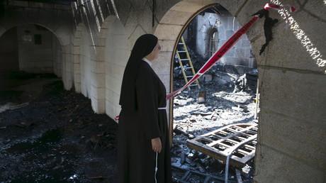L'église avait été largement détruite.