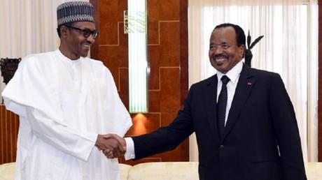 Le président nigérian Muhammadu Buhari et son homologue camerounais Paul Biya, le 29 juillet 2015.
