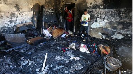 La maison incendiée du bébé palestinien (capture le Monde)