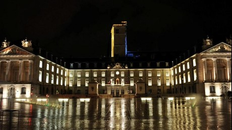 Le débat faisait rage entre Dijon et Besançon quant au choix de la capitale de la future région.