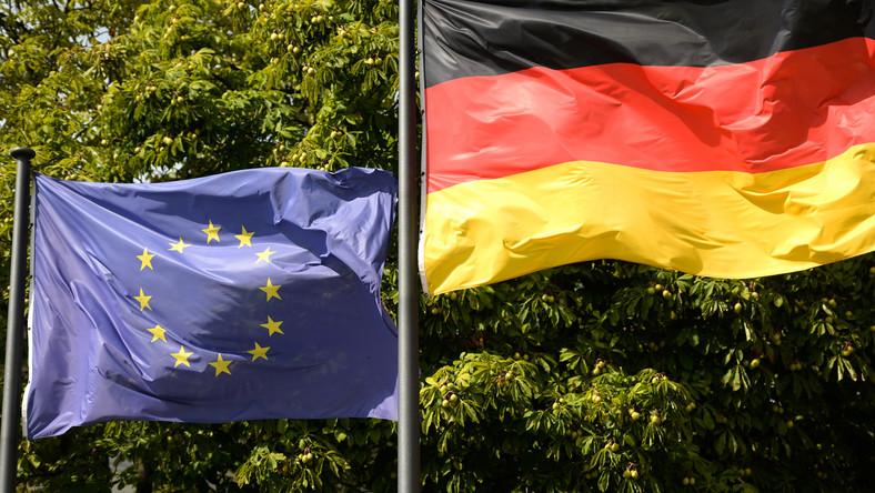Des drapeaux de l'Allemagne et de l'Union européenne à Berlin