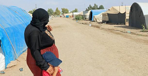 Bohar et son fils Hamo dans le camp de réfugiés de Dohuk dans le Nord de l'Irak.