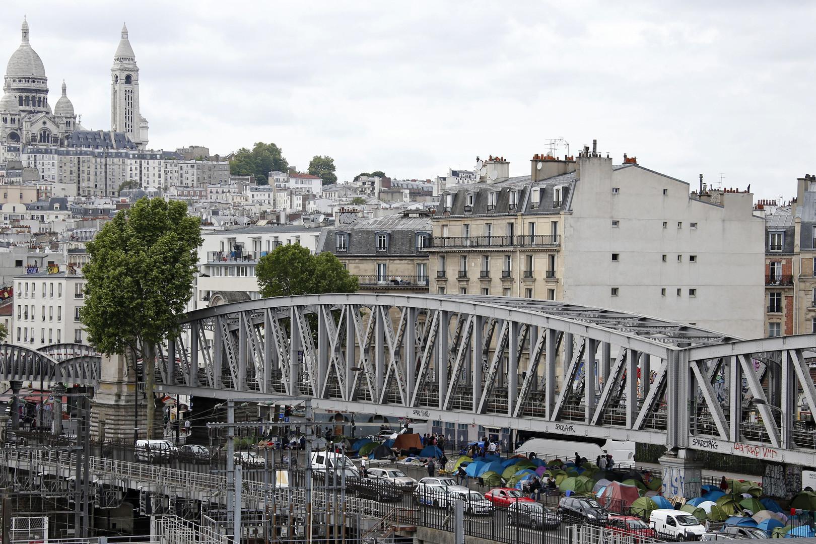 En route vers la Grande Bretagne, les migrants investissent les quartiers de Paris
