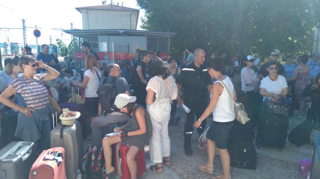 250 passagers espagnols ont été évacués et pris en charge par les pompiers, à la gare de Lunel.