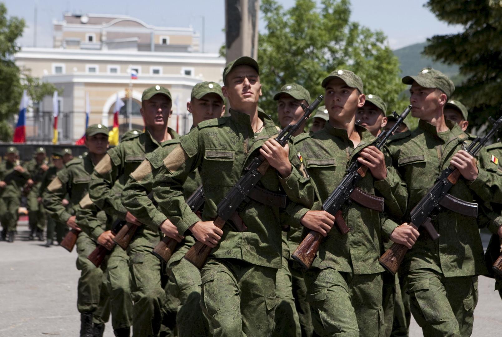 Des militaires lors d'un serment d'allégeance à Tskhinvali