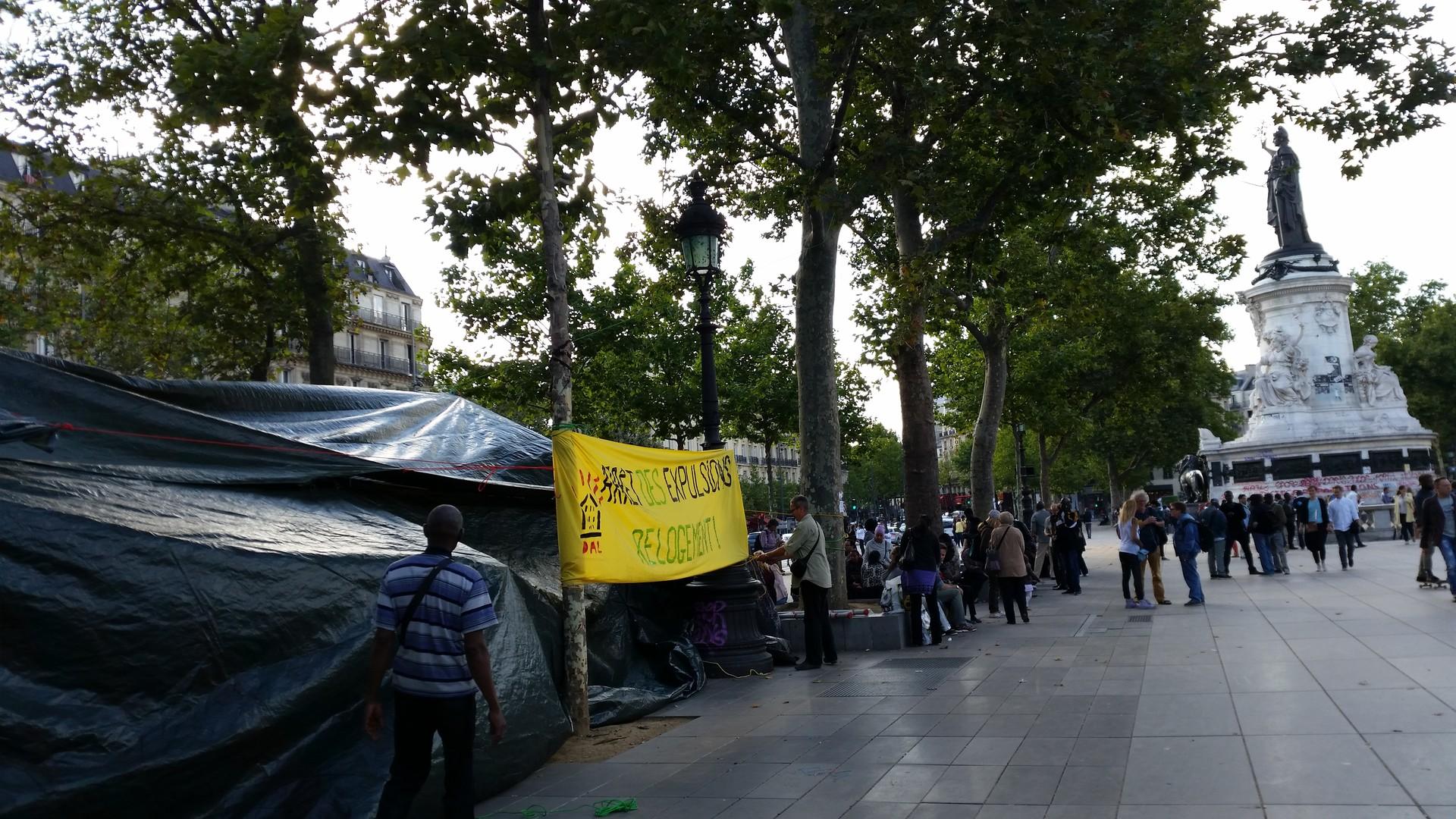 Depuis plusieurs jours, une centaine de famille est installée place de la République à Paris.