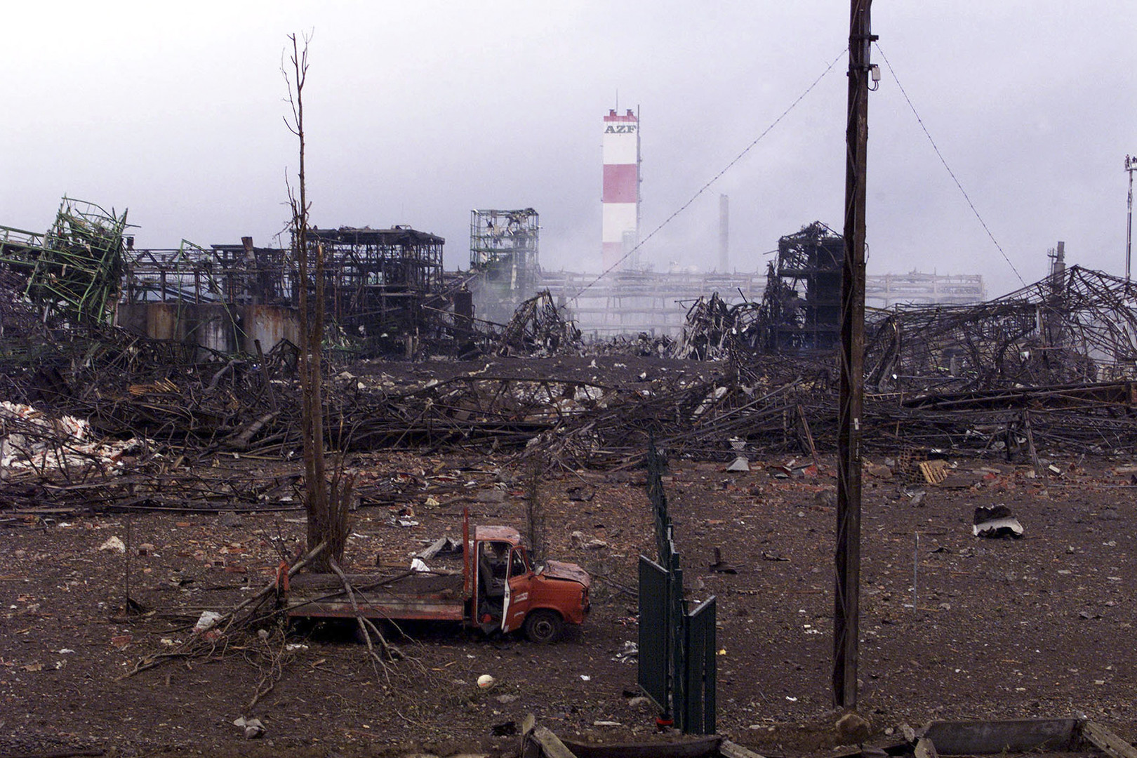 L'usine AZF de Toulouse après l'explosion.