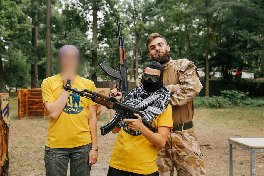 Ukraine : le bataillon néonazi Azov forme désormais des enfants au combat