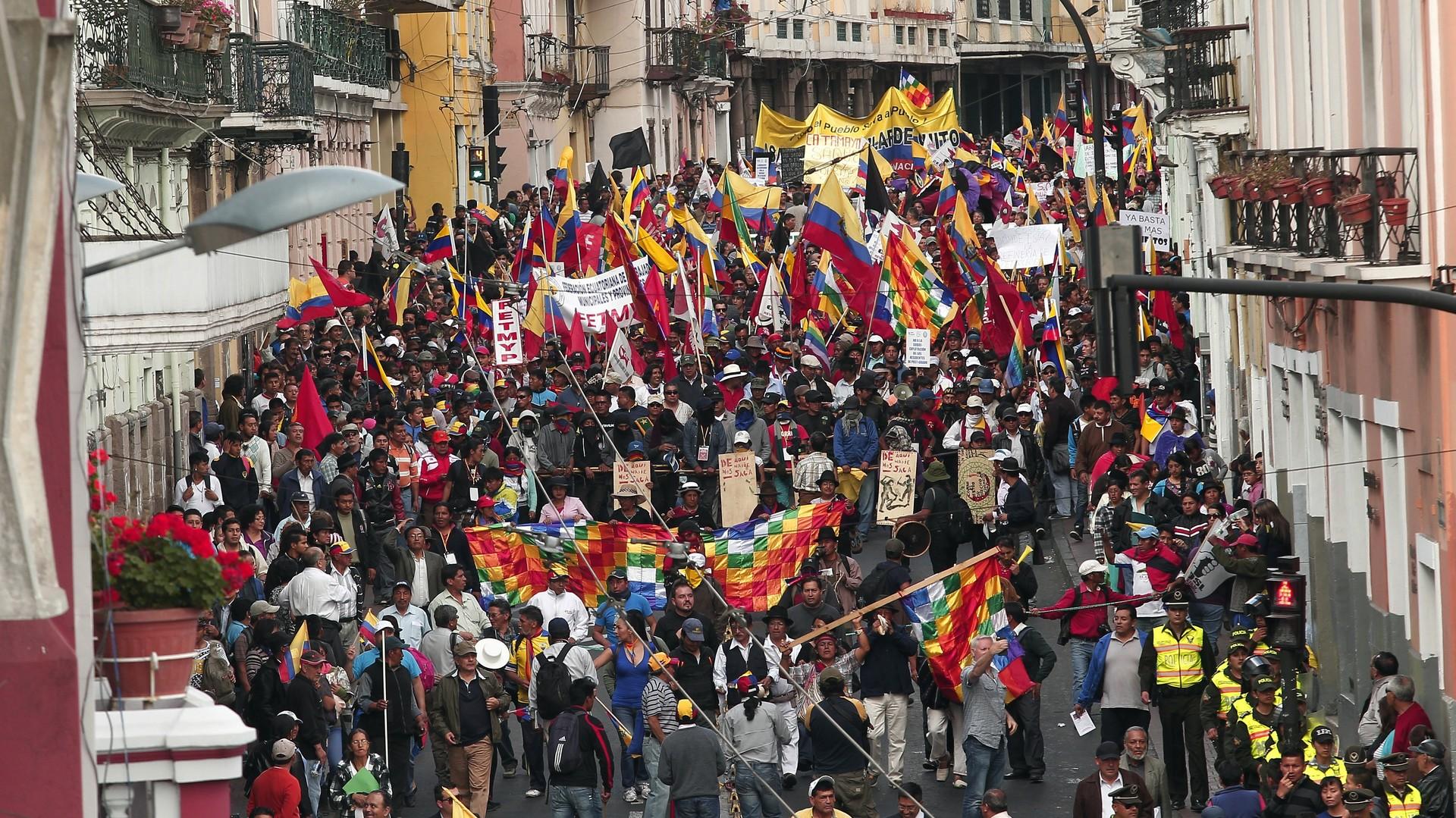 Une grande manifestation a été organisée par une opposition hétéroclite, constituée de partis de droite, de syndicats de travailleurs, de retraités, de médecins et d'avocats