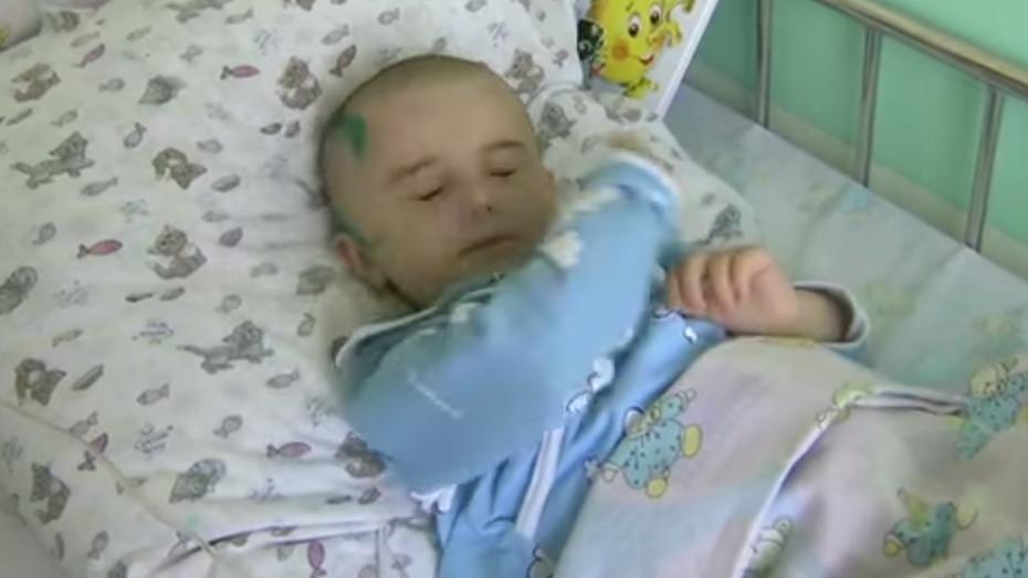 Un soldat russe a sauvé un enfant tombant du 6ème étage en la saisissant au vol