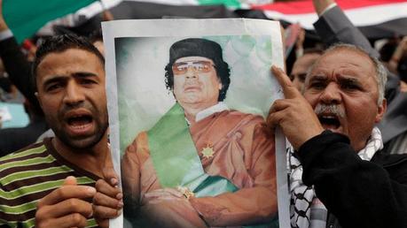 Une manifestation pro-Kadhafi dispersée avec des pierres et des tirs à Benghazi