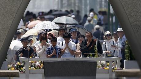 Plus de 40 000 personnes se sont recueillis en silence devant le mémorial dédié aux victimes d'Hiroshima-Nagazaki