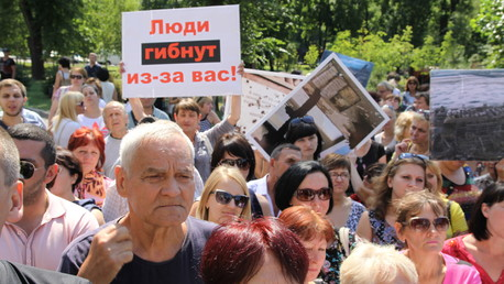 Les habitants de Donetsk en Ukraine, écoeurés, devant le siège de l'OSCE (VIDEO)
