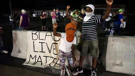 De jeunes manifestants à Ferguson
