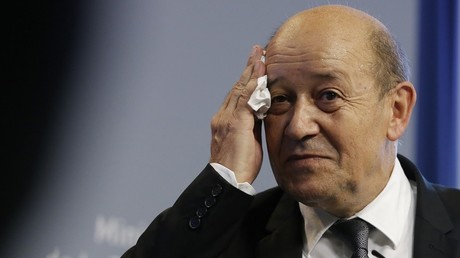 Jean-Yves le Drian a porté plainte contre les escrocs
