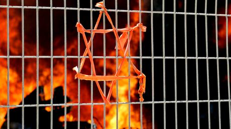 L'émission de radio associait judaïsme et satanisme.