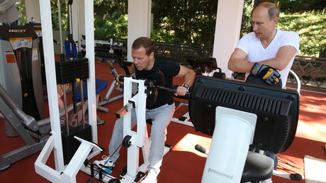 Vladimir Poutine et Dmitri Medvedev dans la salle de sport