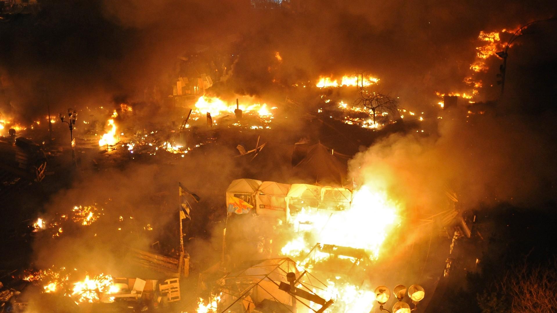 Des pneus et des tentes mis à feu sur Maïdan