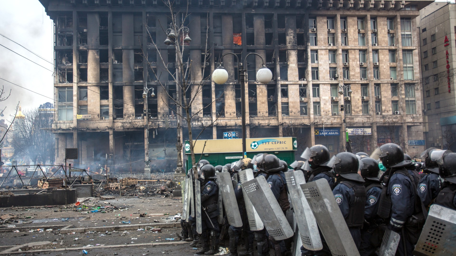 La maison des Syndicats pris d'assaut et brulé par les manifestants