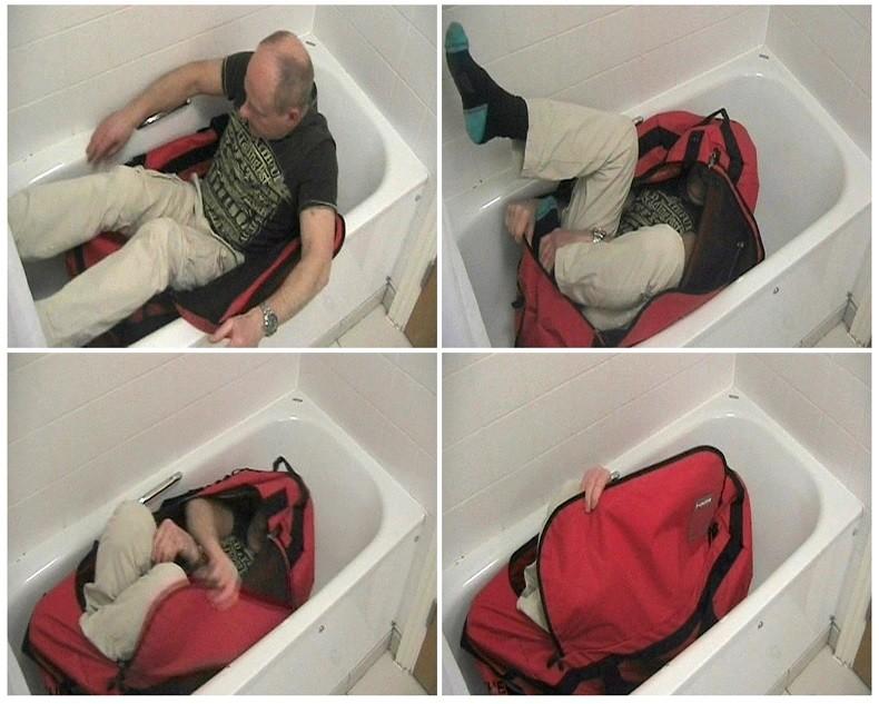 Extraits d'une vidéo reçue par la police londonienne en avril 2012 et sur laquelle un homme tente de prouver qu'il est possible de s'auto-enfermer dans un sac de sport.
