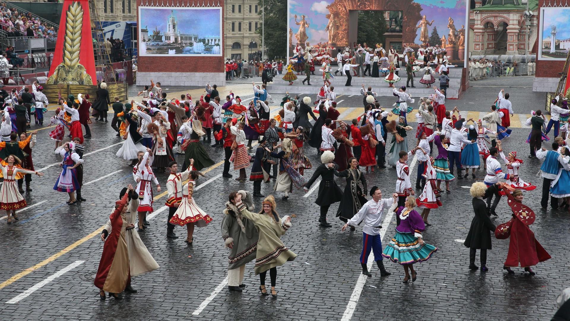 Moscou a célébré son 868ème anniversaire malgré les caprices de la météo