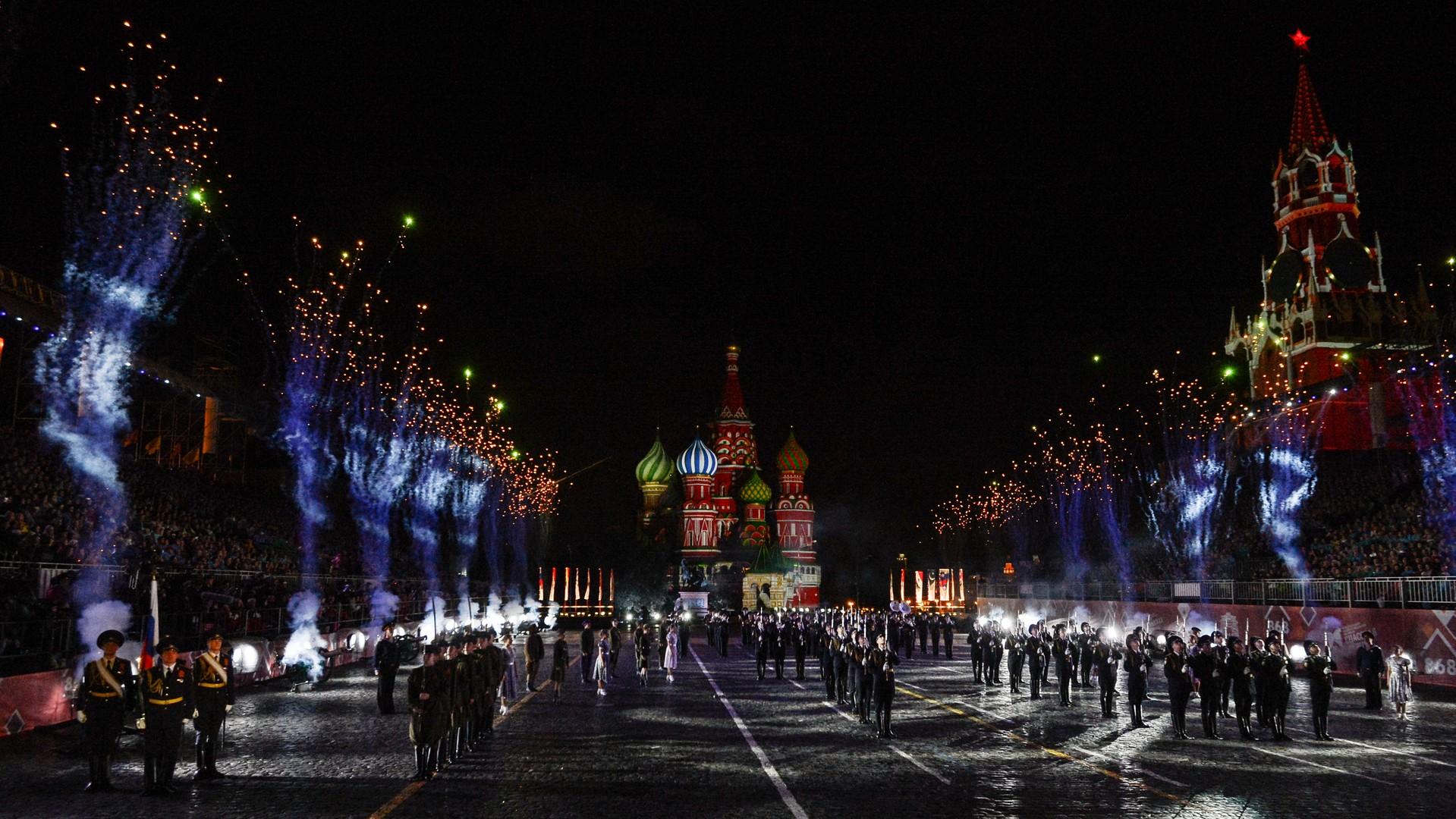 Pour la 868ème anniversaire, Moscou a vu un festival international de musique militaire. Les meilleures orchestres et fanfares militaires russes mais aussi étrangères, des groupes folkloriques et les gardes d'honneurs de chefs d'Etat y ont participé.