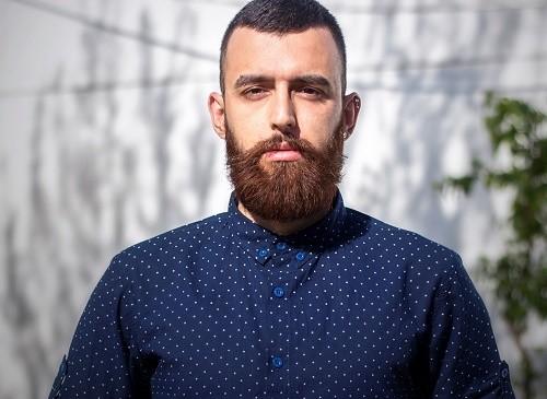 Romish Ibrohimov, designer, porte la barbe car il trouve cela «beau»
