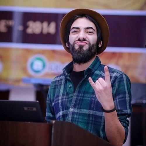 Pour Dzhavod Rabzhadov, DJ, ce n'est pas sa barbe qui pose souci plutôt son style de vêtements en général