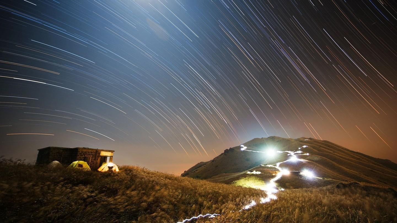 «Sentier des étoiles au coucher du soleil» sur une montagne de Hong-Kong