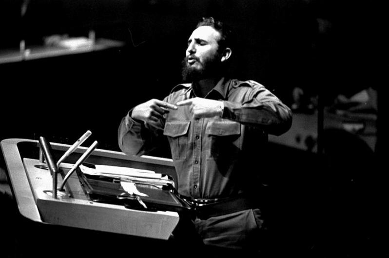 Fidel Castro à la tribune des Nations Unies lors de son discours le 26 septembre 1960.